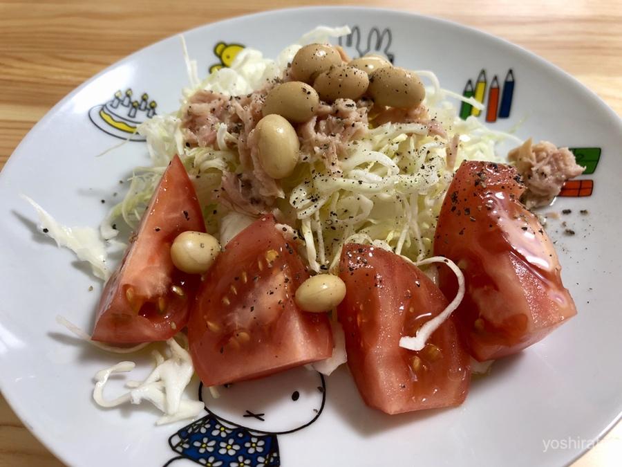 オリーブオイルをかけたサラダ